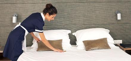 camarera pisos_haciendo cama